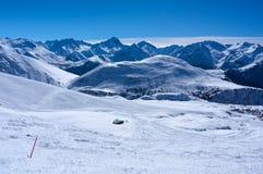 Skidar lutningar i Alpe d'Huez Royaltyfria Foton