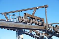 Skidar mekaniska block för Chairlift in semesterorten Arkivfoto