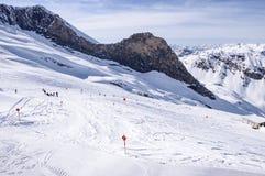 Skidar pisten på den Hintertux glaciären Royaltyfri Fotografi