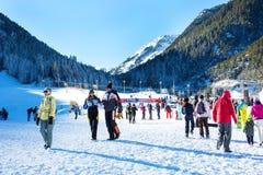 Skidar semesterorten Bansko, Bulgarien, folket, berg Royaltyfria Foton