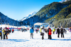 Skidar semesterorten Bansko, Bulgarien, folket, bergsikt Royaltyfria Foton
