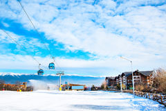 Skidar semesterorten Bansko, Bulgarien, folket, bergsikt Arkivbild