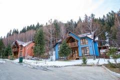 Skidar semesterorten Forest Tale nära Almaty, Kasakhstan Arkivfoton