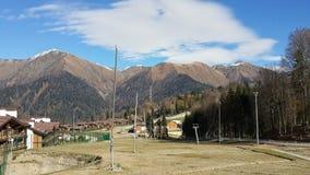 Skidar semesterorten i de Kaukasus bergen, stugaby Fotografering för Bildbyråer