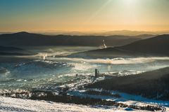 Skidar semesterorten Sheregesh, det Tashtagol området, Kemerovo Royaltyfri Fotografi