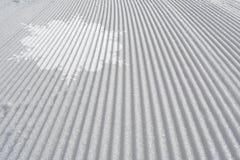 Skidar spåret med den vita snöflingan Abstrakt begrepp skidar bakgrund Royaltyfria Bilder