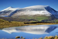 Skiddaw. Reflected in Tewet Tarn Royalty Free Stock Photos