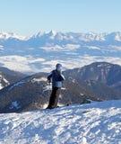 Skidåkare på kullen Chopok, Slovakien Arkivfoto