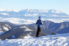 Skidåkare på kullen Chopok, Slovakien Arkivfoton