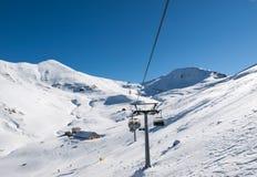 Skidåkningområde i Dolomitesfjällängarna Arkivbild