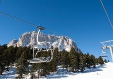 Skidåkningområde i Dolomitesfjällängarna Arkivbilder