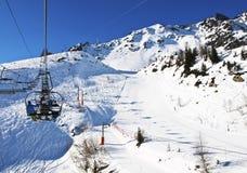 Skidlift i franska Alps Arkivfoto