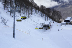 Skidlift i Rosa Khutor Alpine Resort Arkivfoton