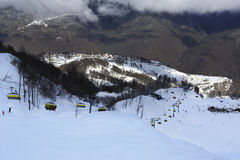 Skidlift i Rosa Khutor Alpine Resort Royaltyfria Foton