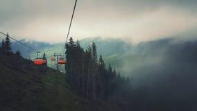 Skidlift i Tetra berg royaltyfria foton