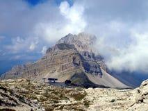 Skidliftar i området av Passe Groste, Groste maximum i Dolomien Royaltyfria Bilder