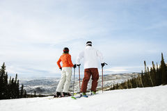 Skier Couple on Mountain Royalty Free Stock Photography