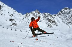 Skier in dramatic jump Royalty Free Stock Photos