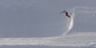 Skier jumping off steep slope Royalty Free Stock Photography