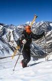 Skieren som fotvandrar för nytt, spårar Royaltyfri Fotografi