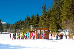 Skiers at the draglift in Bansko, Bulgaria Royalty Free Stock Photography