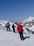 Skiers prepare to descend the piste Royalty Free Stock Photography