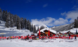 Skiers relax in the sun Royalty Free Stock Photos