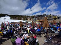 Skiers resting and having lunch on ski site Royalty Free Stock Photos
