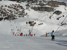 Skiers use the dragline to ascend the slopes Stock Images