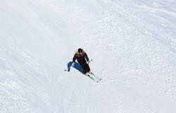 Skieur à la station de sports d'hiver de montagnes mauvais Gastein Autriche Photo libre de droits