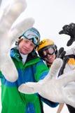 Skieur et snowboarder dans la neige Image stock