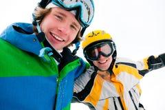 Skieur et snowboarder dans la neige Photographie stock libre de droits