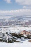 Skieur posant sur la pente dans la station de sports d'hiver turque Photographie stock libre de droits