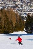 Skieurs à la station de sports d'hiver de montagnes mauvais Hofgastein Autriche Photographie stock