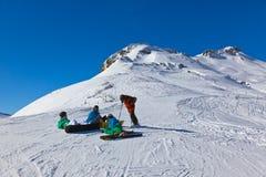 Skieurs à la station de sports d'hiver de montagnes mauvais Gastein Autriche Photographie stock