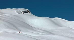 Skieurs dans a fortement neiger-dans la campagne Photographie stock libre de droits