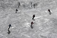 Skieurs rétro-éclairés Photographie stock