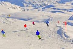 Skieurs sur la neige Photographie stock