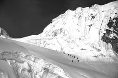 Skieurs sur le Blanca de Cordiliera   Photo stock