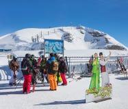 Skieurs sur le dessus du Mt Titlis en Suisse Image libre de droits