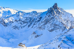 Skieurs sur les pentes de la station de sports d'hiver de Courchevel Photographie stock libre de droits