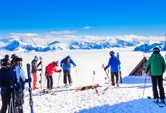 Skieurs sur les pentes de la station de sports d'hiver de Soll, Tyrol Image libre de droits