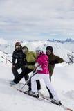 Skieurs sur une coupure Image stock