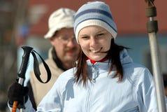 Skifahren der jungen Frau Lizenzfreie Stockbilder