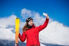 Skifahren der jungen Frau Stockfotos