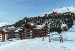 Skifahren und Snowboarding auf dem Berg von Les-Bogenla Plagne, Frankreich Lizenzfreie Stockbilder