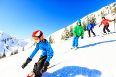Skifahren-vierköpfige Familie Stockfotos