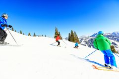 Skifahren-vierköpfige Familie Stockfoto