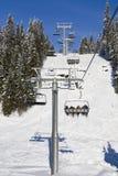 Skifahrenaufzugschatten und -sonne Lizenzfreies Stockfoto