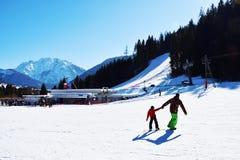 Skifahrenbahn, Landschaft in Auronzo di Cadore, schöne Landschaft, Dolomiti-Berge, Italien lizenzfreies stockbild